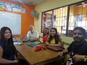 Clases de inglés dinámicas y conversacionales en Estelar